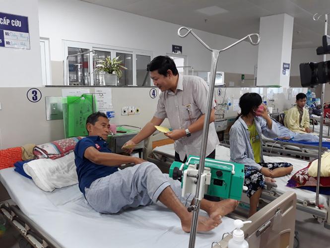 Thăm, tặng quà cho bệnh nhân nghèo
