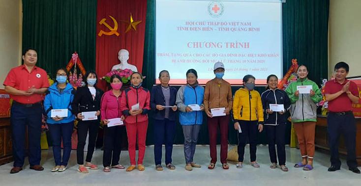 Thăm và tặng quà cho các hộ gia đình khó khăn tại Quảng Bình