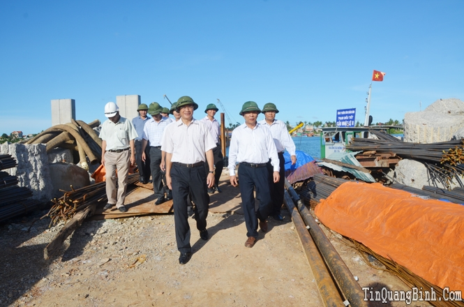 Tháng tư trên công trình cầu Nhật Lệ 2