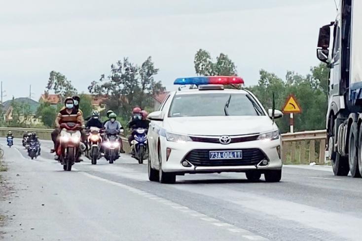 Thêm một đoàn người đi xe máy từ miền Nam trở về quê đi qua Quảng Bình