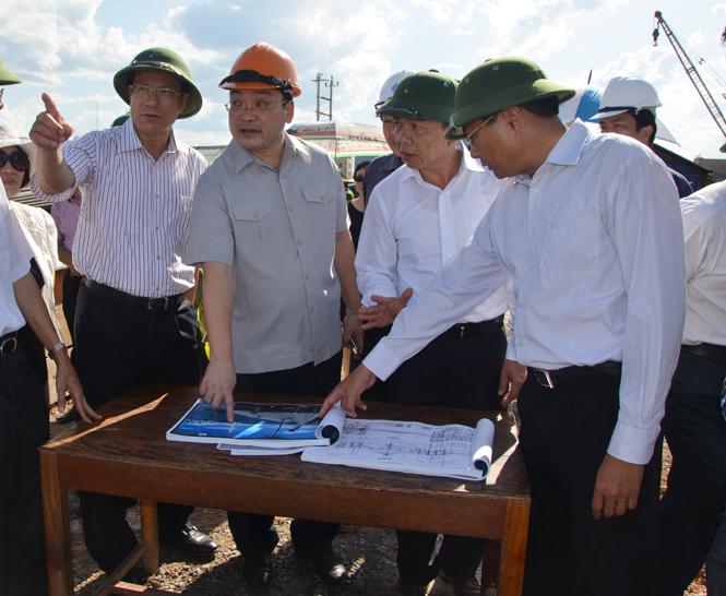 Thư chúc mừng của đồng chí Lương Ngọc Bính, Ủy viên Trung ương Đảng, Bí thư Tỉnh ủy, Chủ tịch HĐND tỉnh Quảng Bình gửi cán bộ, công nhân, viên chức ngành Giao thông vận tải Quảng Bình