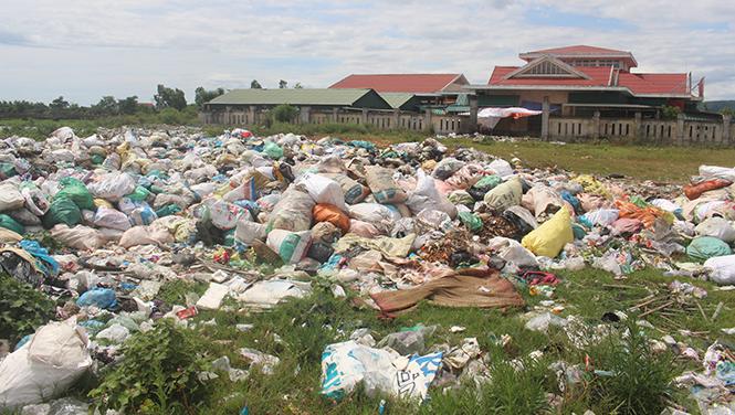 Thu gom, xử lý chất thải rắn sinh hoạt, chất thải rắn nông thôn: Chính quyền cơ sở chưa thực sự quyết liệt!