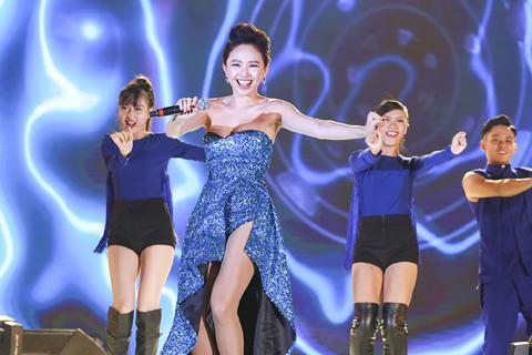Thu Minh, Tóc Tiên, Sơn Tùng M-TP khuấy động 30.000 khán giả Hà Nội