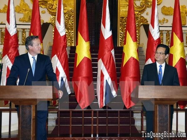Thủ tướng Anh kết thúc tốt đẹp chuyến thăm chính thức Việt Nam