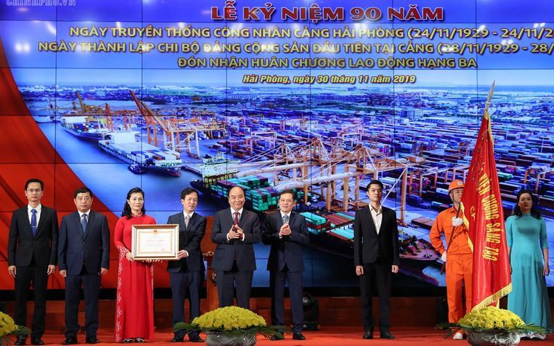 Thủ tướng dự kỷ niệm 90 năm truyền thống công nhân Cảng Hải Phòng