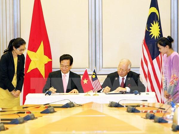 Thủ tướng kết thúc chương trình hoạt động tại Malaysia, Singapore
