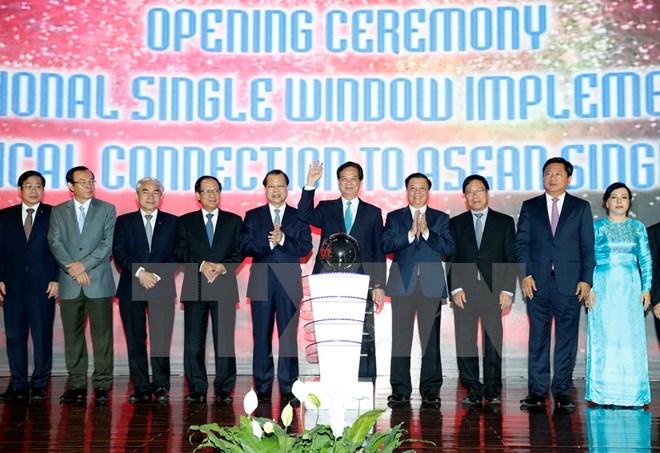 Thủ tướng nhấn nút kết nối thực hiện cơ chế một cửa quốc gia