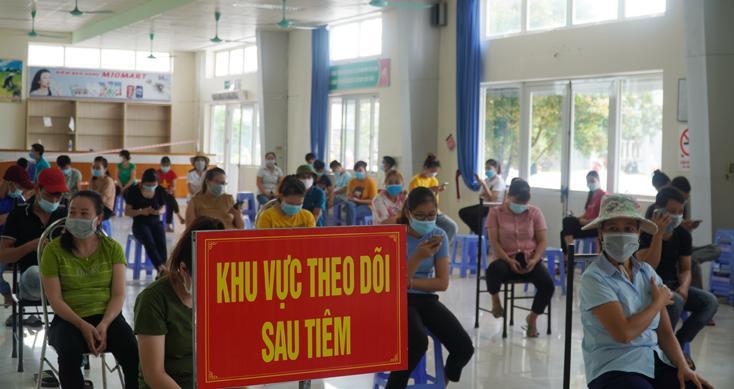 Tiêm vắc xin phòng Covid-19 lưu động cho công nhân Xí nghiệp may Hà Quảng