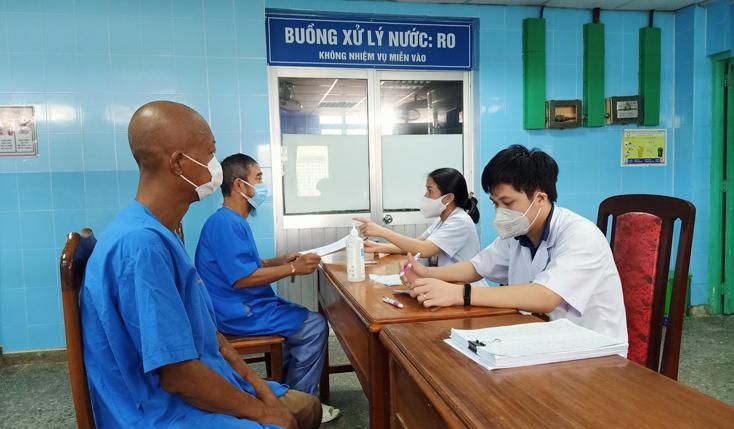 Tiêm vắc xin phòng Covid-19 mũi 2 cho bệnh nhân thận nhân tạo