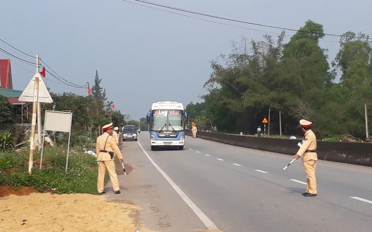 Tổng kiểm tra xe khách trên tuyến Quốc lộ 1A