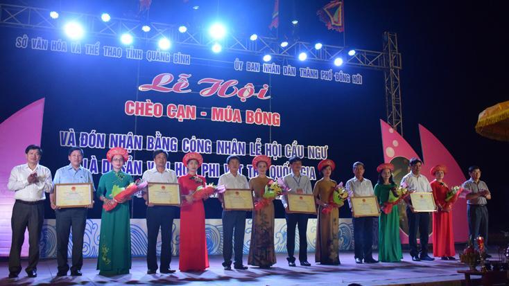 TP. Đồng Hới: Lễ hội chèo cạn-múa bông và và đón bằng công nhận lễ hội Cầu ngư là Di sản văn hóa phi vật thể Quốc gia