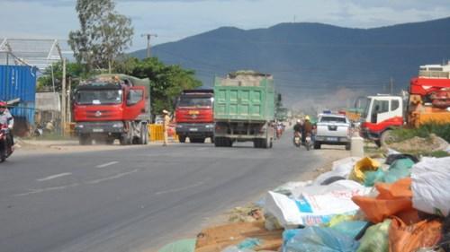 """Trạm cân """"lên núi"""", xe siêu tải tung hoành trên Quốc lộ 1A"""