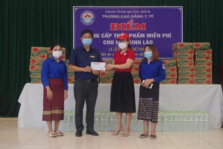 Trao hỗ trợ cho học sinh, sinh viên bị ảnh hưởng dịch bệnh Covid-19