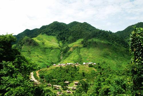 Trao quyết định giao đất, giao rừng cho cộng đồng dân cư huyện Minh Hóa