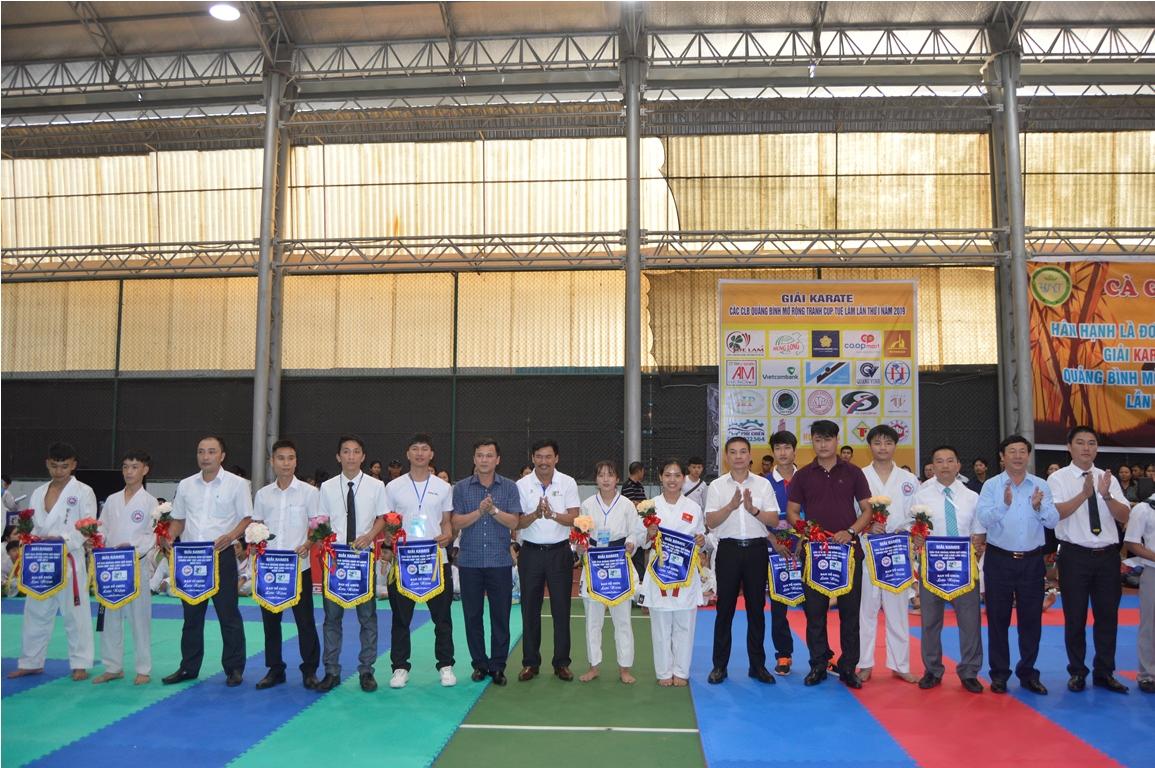 Trên 400 vận động viên tham dự giải Karatedo tranh cúp Tuệ Lâm