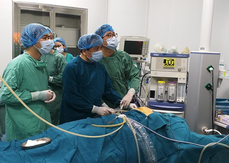 Triển khai thành công phẫu thuật nội soi tuyến giáp
