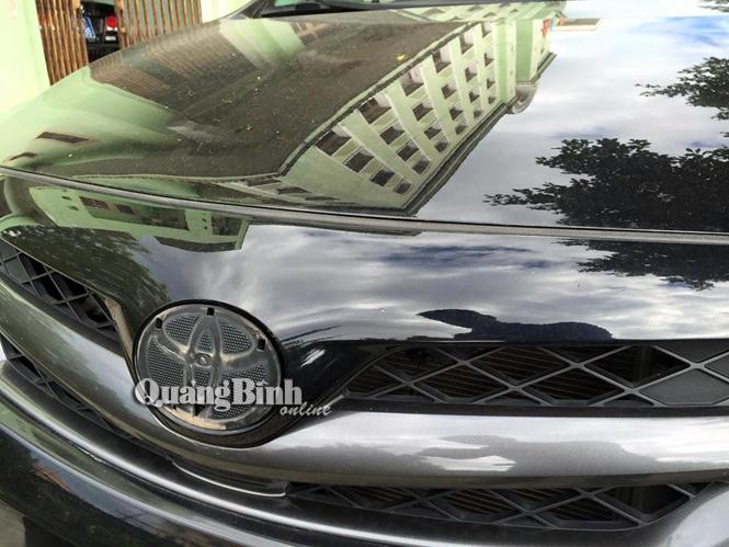 Trộm tháo sạch logo xe ô tô