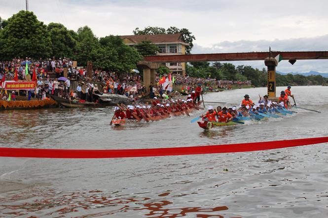 Tưng bừng lễ hội đua, bơi thuyền truyền thống trên sông Kiến Giang mừng Tết Độc lập 2-9