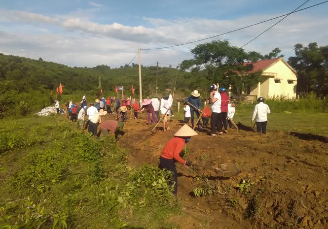 Tuyên Hóa: Đoàn viên công đoàn tình nguyện giúp đồng bào dân tộc