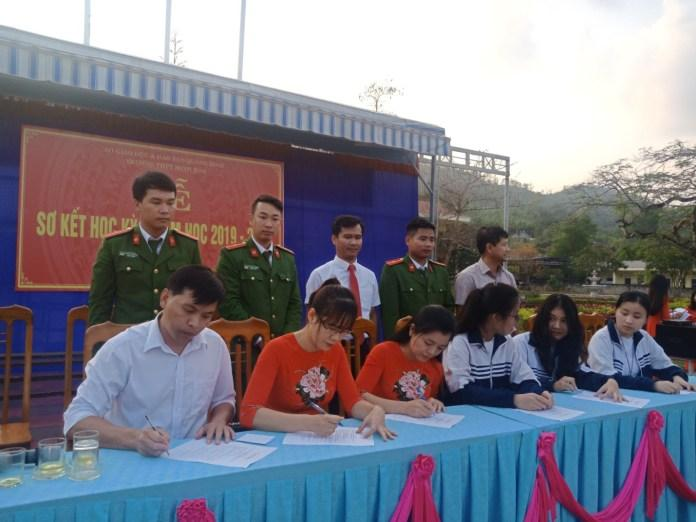 Tuyên truyền các hành vi vi phạm pháp luật về pháo học sinh trường THPT Minh Hóa