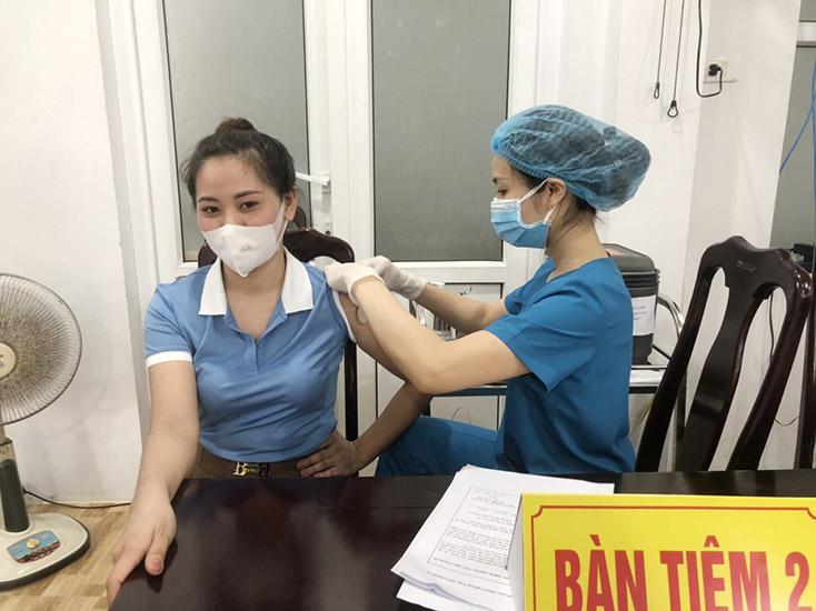 TX. Ba Đồn:  90% cán bộ, giáo viên được tiêm vắc-xin phòng Covid-19