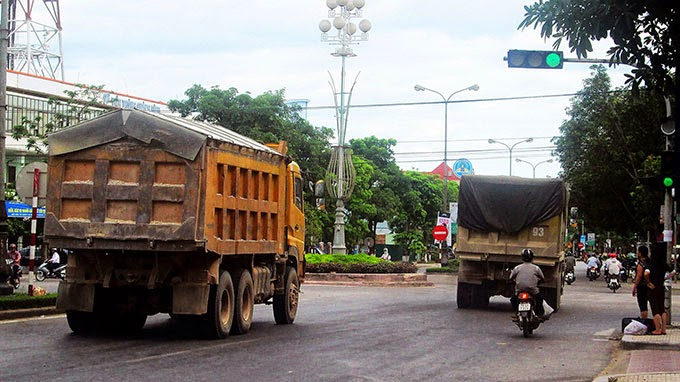 Chặn xe quá tải từ mỏ đá