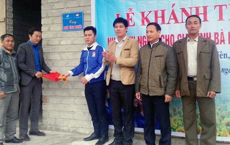 Ủy ban MTTQVN thị xã Ba Đồn tổ chức nhiều hoạt động hỗ trợ hộ nghèo vùng giáo