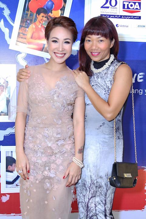 Uyên Linh ra MV 'thương mại', dùng tiền giúp đỡ người nghèo