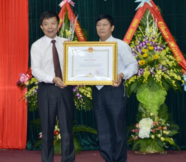 Văn phòng UBND tỉnh: Kỷ niệm 70 năm ngày truyền thống và hội nghị điển hình tiên tiến