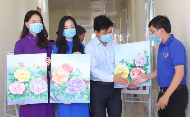 Vẽ tranh gây quỹ phòng, chống dịch bệnh Covid-19