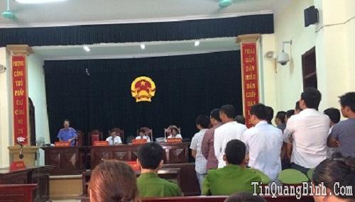 Vụ cướp gỗ huê ở Quảng Bình: Tiếp tục hoãn xử vì thiếu luật sư