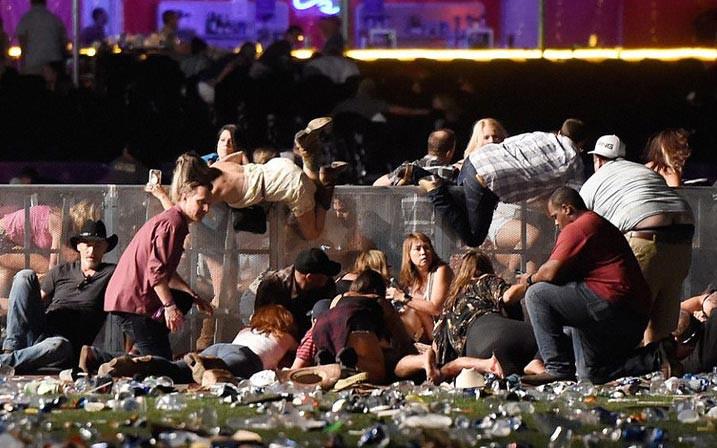 Vụ xả súng thảm sát ở Mỹ: Kẻ sát nhân mang theo 10 khẩu súng