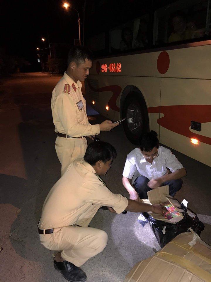 Xe khách vận chuyển 150 khẩu súng đạn bi từ Hà Nội vào Quảng Bình