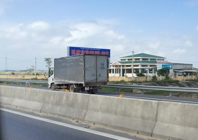 Xe tải húc bay xe máy, 1 người tử vong
