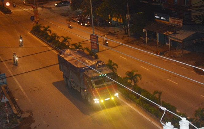 Xe vượt quá tải trọng vẫn ngang nhiên lưu thông ngày đêm