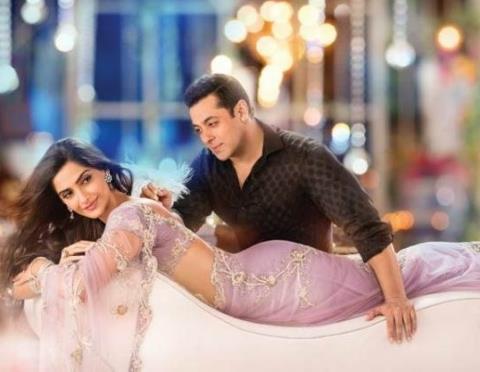 Xem trailer đẹp lung linh của phim Bollywood có doanh thu mở màn lớn nhất mọi thời
