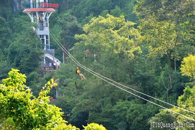 Zip-line khám phá sông Chày-hang Tối đạt kỷ lục Việt Nam