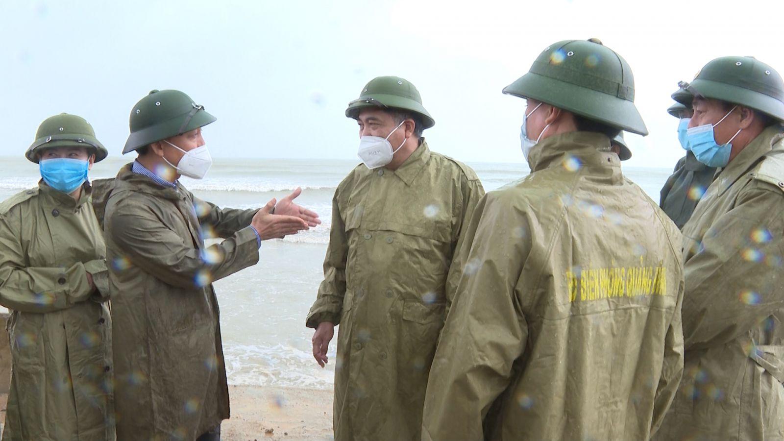 Đồng chí Đoàn Ngọc Lâm kiểm tra công tác phòng, chống bão số 8