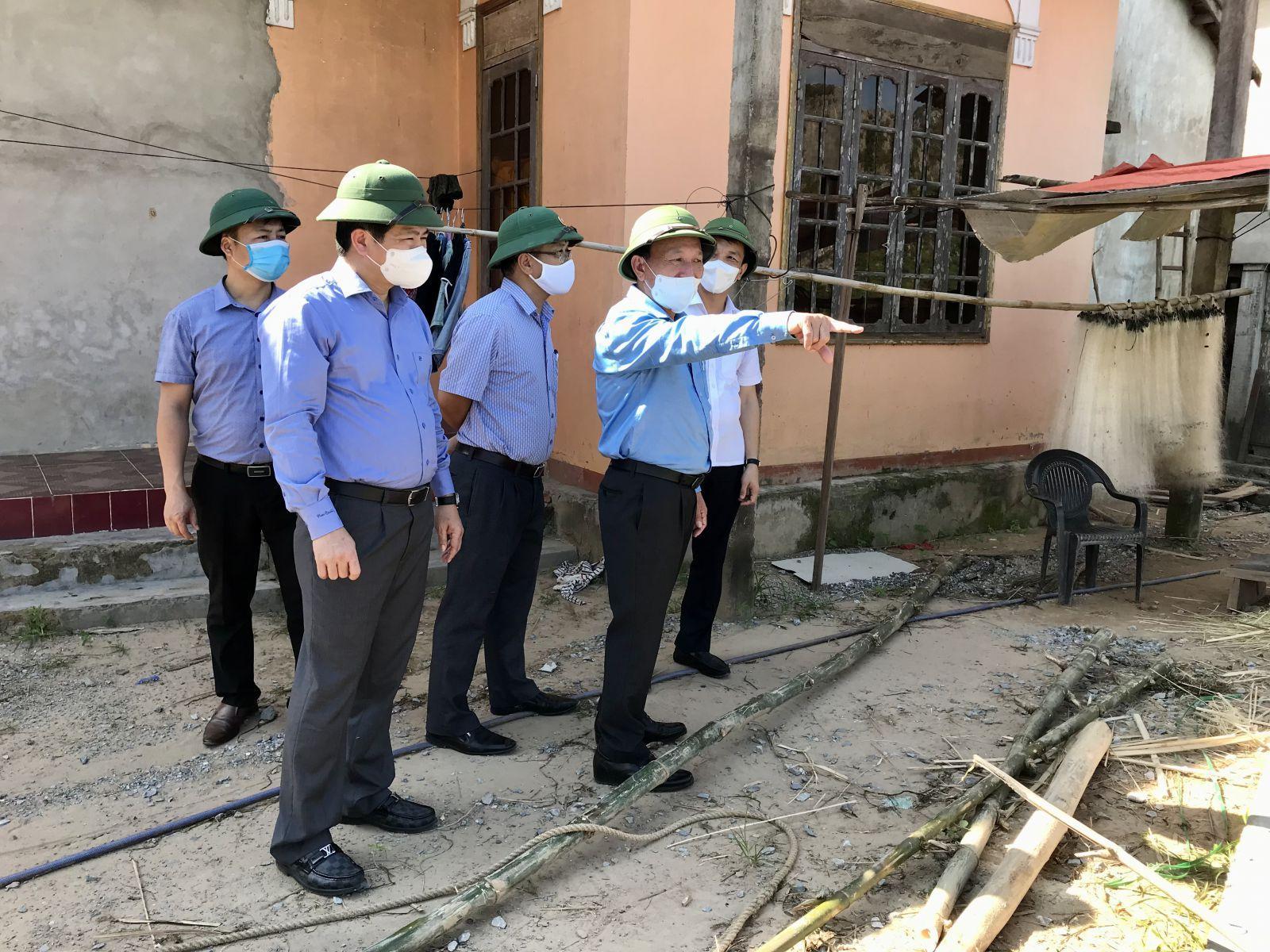 Đồng chí Phó Bí thư Thường trực Tỉnh ủy làm việc với Ban Thường vụ Huyện ủy Tuyên Hóa
